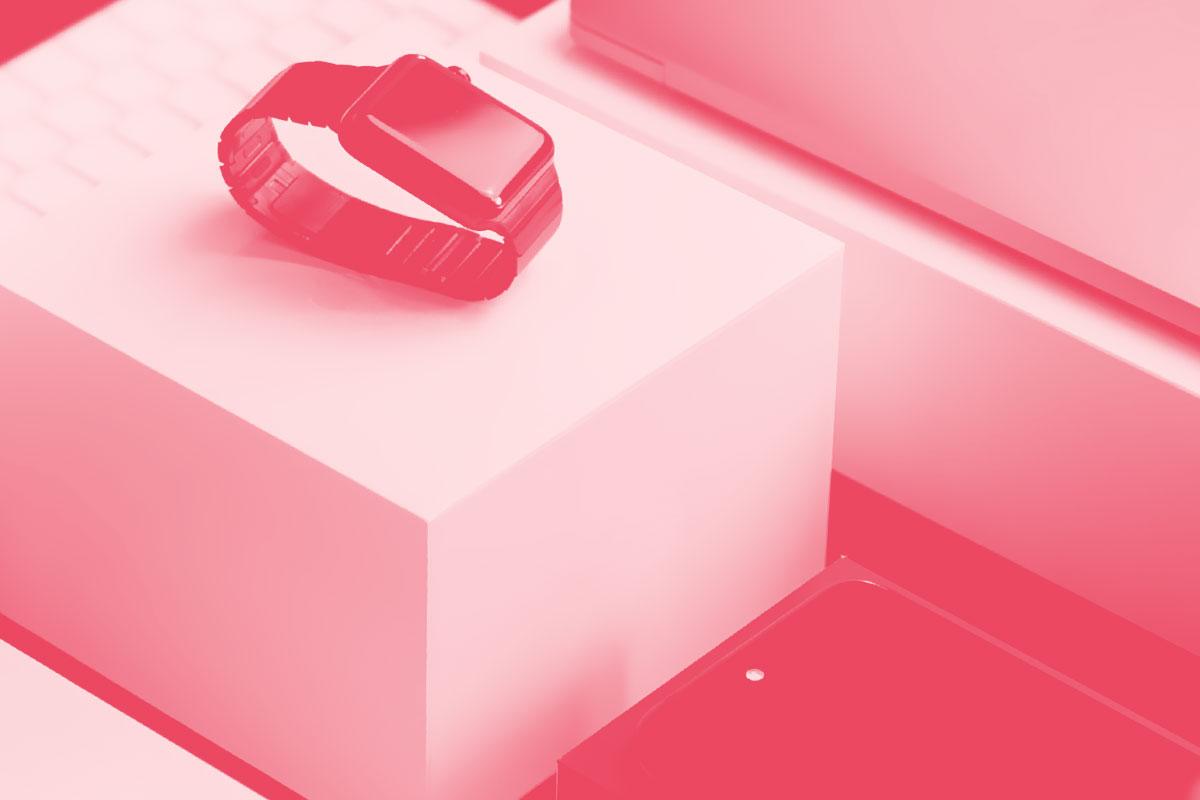 Fotografia de um conjunto de dispositivos digitais alusivo ao conceito de produtos digitais
