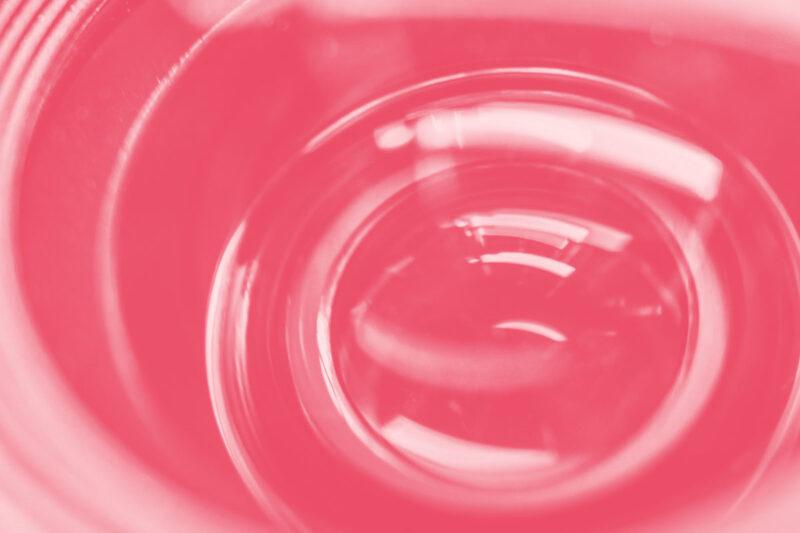 Fotografia de uma lente para produção de vídeos alusiva aos conceitos de sugestões e referências