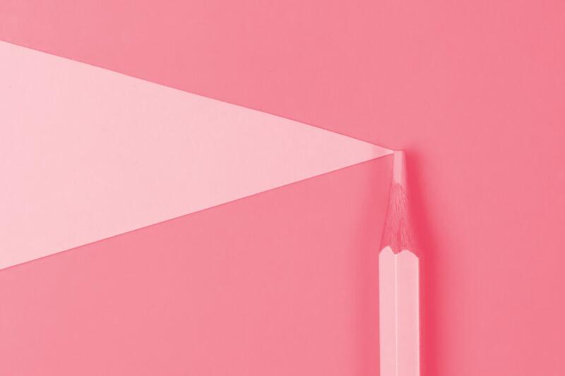 Fotografia de um lápis alusiva ao conceito de percurso profissional e obra do designer Sebastião Rodrigues