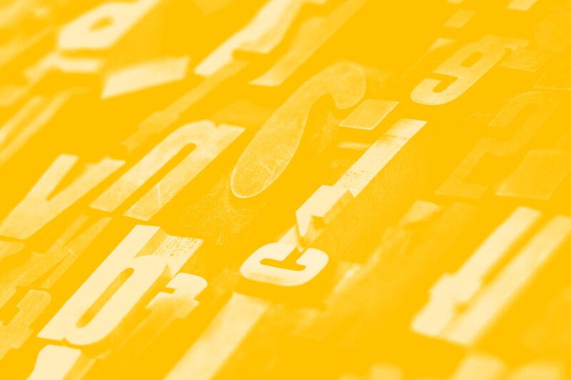 Fotografia de caracteres móveis para impressões manuais alusiva ao conceito de tecnologias