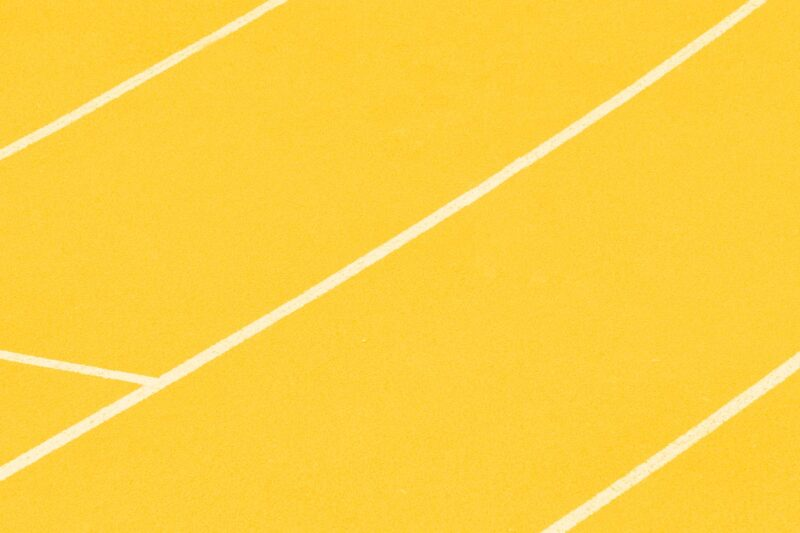 Fotografia das linhas marcadas no chão de uma pista de corrida alusiva ao conceito de design systems