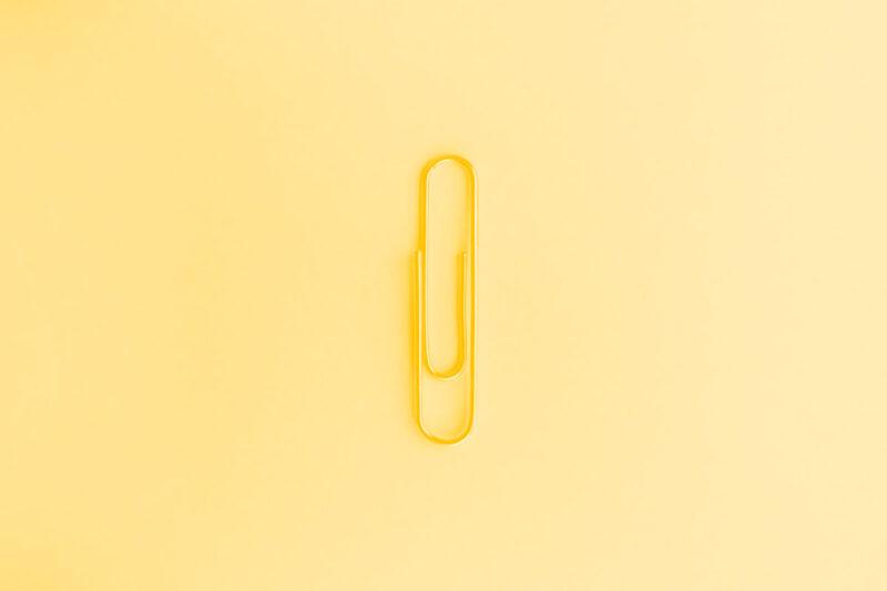Fotografia de um clip alusiva ao conceito de simplicidade